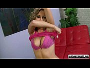 Girl gets undressed show sher perfect body