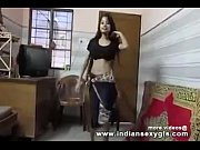 desi hot indian college girl shaking boobs dance.