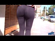 wow! amazing round booty on the streets! flashin.