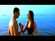 stafaband.info - kareena kapoor in swimsuit [720p-HD]- kambakkht ishq