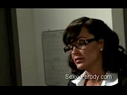 Booty blond secretary makes thugs go mad in 30 Rock parody