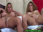Two hotties masturbates