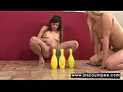 gorgeous lesbians piss and play with.