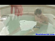 Gaysex athletic stud wanking in the bath