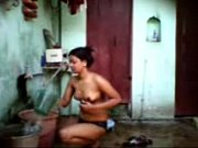 mob.desi_maal_bathing_2