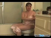 Fat Chick Pissing And Farting In Bare Feet