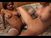 romonegetcash.blogspot.com-black and white makes hot lesbian.