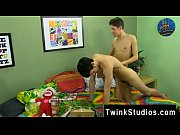 Twinks such Braden Klien can&#039_t enjoy Christmas with warring parents,
