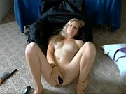 perfect blond makes herself cum on.
