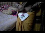 Desi tamil Married aunty exposing navel in saree with audio, tamil aunty white saree Video Screenshot Preview