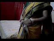 Desi tamil Married aunty exposing navel in saree with audio, tamil aunty white saree Video Screenshot Preview 5