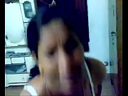 Desi randi in bra trying to hide her face while the client tries to make the video