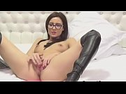 nerdy hot chick doing pussy masturbate on cam.