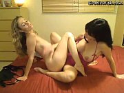 lesbians with double dildo on webcam