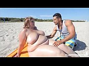 amazon ssbbw erin green fucks fan at the beach