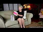 Mature mom can&#039_t resist her pantyhose fetish