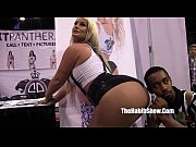 pornstars and freaks at 2016 chicago exxxotica daisy.