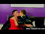 Gay video Bentley is the ideal dude to show new cummer Leo how to