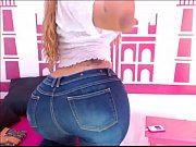 big booty twerking in jeans