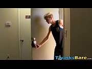 Gorgeous twink gets a bareback hook up from Skyler Evans
