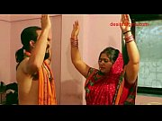 Tamilsex kinky indian aunty exposing her nude body and se...