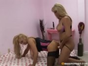 sextoying milfs love strapon