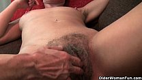 Mature mom's hairy pussy gets the finger fuck t...