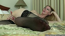 American milfs Lacy and Artemisia need to rub o...