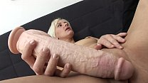 Autsch!! Der Dildo Deal mit Jil - Download mp4 XXX porn videos