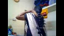 tamil aunty recordin herself and showing her bo...