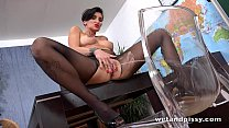 Horny teacher pisses in her classroom before di...