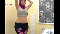 Arab girl shaking ass on cam -sign up to Nudec... Thumbnail