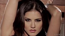 Babes - SUNNY UNCHAINED (Sunny Leone)