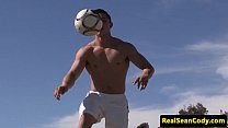 Athletic muscle hunk blowing his load Thumbnail