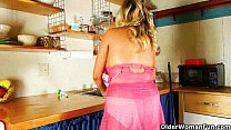 Cleaning the kitchen in pantyhose gets mom work...