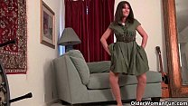 Pantyhosed milfs Lani Lee and Anna strip off an...