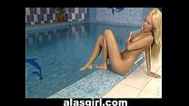 new vife fucking in swiming pool and it is her first sex infront of the camera. but she is loking pr