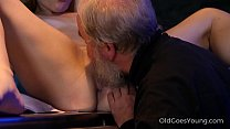 Old Goes Young - Experienced man pleases a hot ...