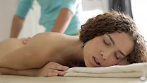cums quickly on massage table