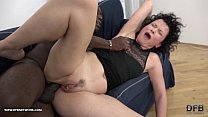 Mature SQUIRTS and goes Crazy when fucked by bl...