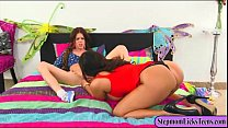 MILF Alexa Pierce and teen Stacey Levine make out on the bed