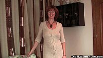 British milf Liddy strips off and shows her mat...