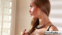 Nicole Aniston teases you thumb