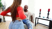 miss raquel gives dru hermes a warm welcome to ...