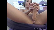 be toys her shaved pussy on cam