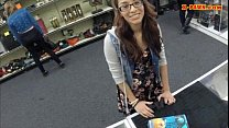 college student sells her books and nailed at the pawnshop