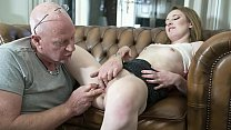 Old man fingers his online date pussy for the f...