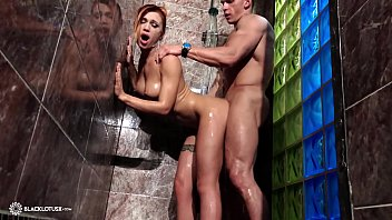 Young Girl Blowjob Huge Cock Boyfriend and Doggy Fuck in the Shower