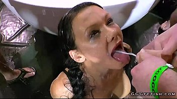 Amazing cumshots and peeing in the mouth - XVIDEOS.COM