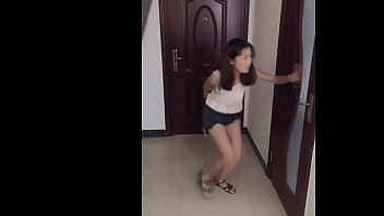 Female Asiatisch Desperate Pee